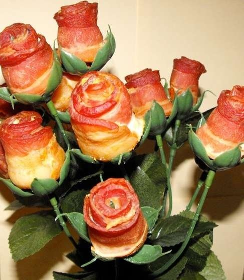 Bacon Roses. Just bringing the lulz.. Gimmie dat!