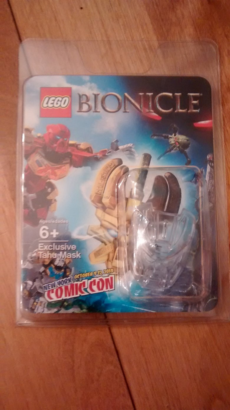 Bionicle NY CC Mask. Got my exclusive mask for Bionicle's reboot from New York Comic Con! Only 1500 were given away and its now my first piece of the new sets.. Doesn't look very good ON the sets though...