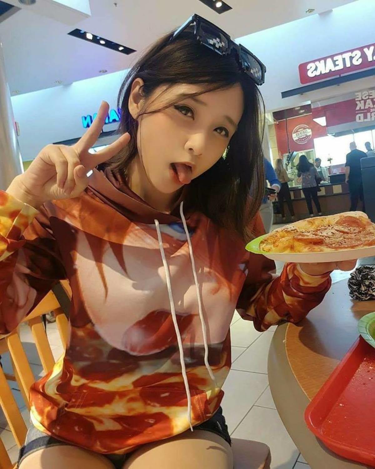 Pizza Time. join list: Lewds4DHeart (1610 subs)Mention History join list:. I want that shirt.